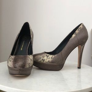 House of Harlow Pumps